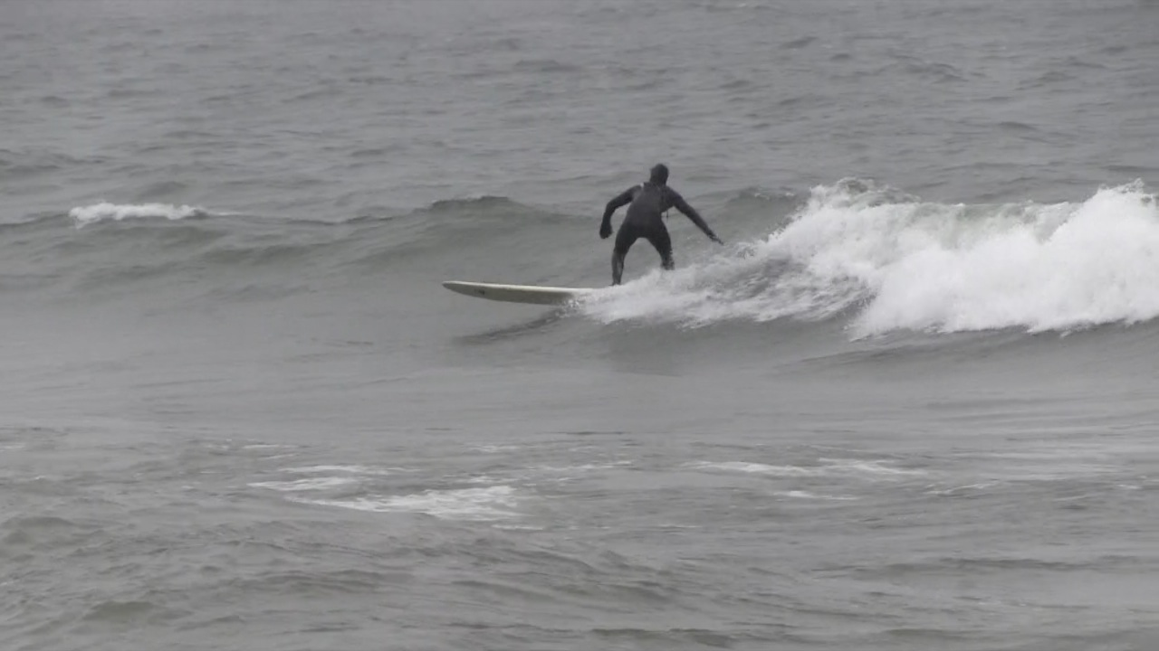 Winter storm brings great surfing to Lake Michigan